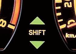 Специальный индикатор подсказывает оптимальный момент переключения КП для максимально экономичного движения.