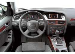 Интерьер A4 allroad quattro ничем не отличается от интерьера обычной «четверки».