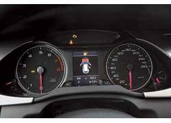 Оцифровка комбинации приборов крупная и внятная. Нацветной экран в центре панели может выводиться масса полезной информации.