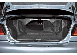 Тем, кому важен объем багажника,  нужно обратить внимание наPrimera– у нее в«походном» состоянии он на 60 л больше, чем уконкурента (490 л против 430 л).