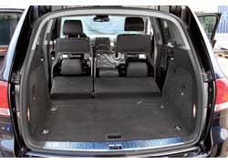 Багажное отделение имеет минимальную погрузочную высоту и плоский пол. В«подполье»– докатка икомпрессор для ее накачивания.
