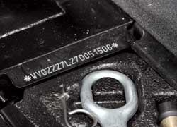 Как и на Porsche Cayenne, номер кузова выбит вбагажнике, возле ниши запасного колеса.