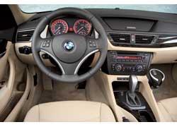 Интерьер полностью соответствует стилю новых моделей BMW. При этом передняя панель не копирует ни одну изних, а имеет индивидуальный дизайн.