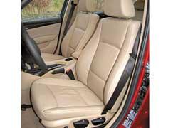 Можно заказать кресла с большим количеством электрических регулировок либо сиденья с более выраженными боковыми валиками и их регулировкой.
