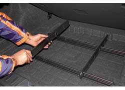 Под двойным полом багажника – конструкция, позволяющая конфигурировать пространство, чтобы фиксировать груз разного размера. Для надежного крепления более крупных вещей вбагажнике есть петли и сетка.