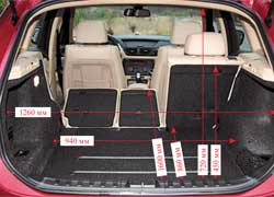 Только одним изменением наклона спинки отсек можно увеличить с 420 до 470 литров. А если задние сиденья сложить, то получится достаточно вместительный грузовой отсек объемом 1350 л. Спинка заднего дивана разделена на три части в пропорции 40:20:40.
