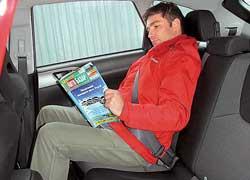 На втором ряду Impreza ноги хорошо держит более длинная подушка, но и пространства для коленей все равно больше.