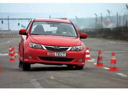 Руль в Impreza сильнее «закусывает» наслаломе, но при объезде препятствия навысокой скорости Subaru заметно надежнее, невзирая накрены.