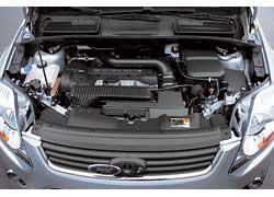 Сегодня Kuga предлагается вУкраине только с2,5-литровым бензиновым мотором– более мощным, чем у основных конкурентов (200 л. с.), и«автоматом».