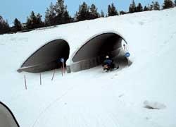 В «продвинутой» местности снегоходы имеют свои собственные транспортные развязки.