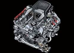 4,2-литровый бензиновый мотор V8 обзавелся более совершенной системой смазки, которая позволила снизить трение, особенно вмеханизме привода ГРМ.