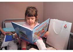К празднику детям подарили образовательную литературу исладости.