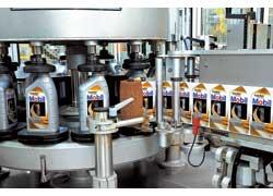 6 Фасовку выполняют автоматы с точными весами. Тара – восьми типов: от 1 л до 208 л. Каждая канистра и каждая коробка получают электронную метку-паспорт, по которому можно определить дату и время выпуска.