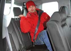В Honda полноценный трехместный третий ряд. Для удобства посадки есть ручки в стойках кузова. Каждому пассажиру предложены трехточечный ремень и подголовник.