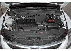 Чтобы быть самым мощным (277 л. с.) исамым тяговитым (366 Нм) из трех моторов, надо хорошо питаться. В пробках – литров, эдак, двадцать.