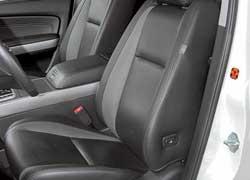 На передних сиденьях в Mazda пространства меньше, чем кажется снаружи. Зато посадка очень удобна. Сиденья по-спортивному жесткие и держат хорошо. Самые длинные подушки на всех трех рядах в СХ-9 отлично поддерживают ноги.
