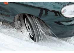 На неглубоком снегу при буксовании протектор, самоочищаясь, работает эффективнее.