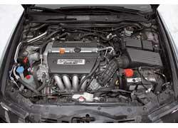 Двигатели Accord отличаются более высокой литровой мощностью и, соответственно, обеспечивают автомобилю лучшую динамику.