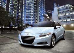 Гибридный Honda CR-Z появится в продаже летом.