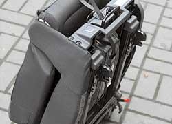Любое из трех задних сидений можно сложить и снять.  Но вес самих кресел оказался совсем немалым.