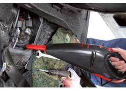Бензонасос спрятан под задним сиденьем. Егофильтр грубой очистки также необходиaмо периодически промывать или заменять инжекторы.
