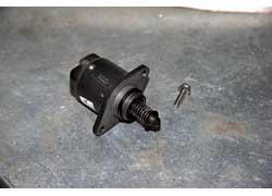 Регулятор холостого хода иногда закоксовывается, поэтому требует чистки клапана.