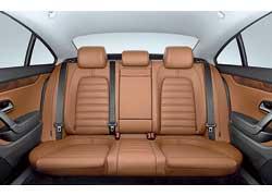 Спортивный седан Volkswagen Passat СС получит новую опцию – за 100 евро покупатели смогут заказать цельный задний диван, рассчитанный на трех пассажиров.