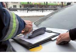 Процедура оплаты ничем не отличается от безналичного расчета вмагазинах – через GPRS терминал связывается с банком, который и снимает с карточки нарушителя сумму штрафа.