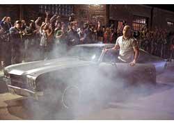 Пятая часть «Форсажа» будет называться Fast Five («Быстрая пятерка»), а главные роли в фильме исполнят Пол Уокер и Вин Дизель, полюбившиеся зрителям по прошлым частям картины.