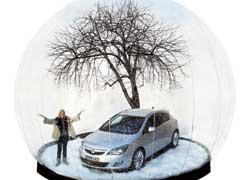 Сотрудникам компании Vauxhall (британский Opel) не занимать фантазии и любви к праздникам. Чтобы привлечь внимание к новой Astra, они решили в честь автомобиля сделать зимнюю промовечеринку на ледовом катке в Лондоне.