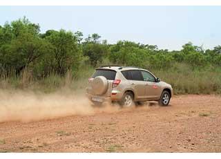 В противовес характеристикам на асфальте было проверено и тяговое усилие на грунтовых дорогах.