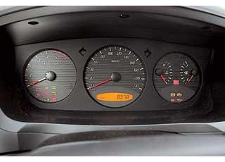 О режиме трансмиссии (2H, 4H или 4L) сообщает сигнальная лампа на панели.