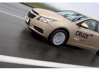 Автопробегом, организованным компанией «УкрАвтоЗАЗ-Сервис» по маршруту Киев–Одесса–Киев, решили отметить старт продаж седана Chevrolet Cruze