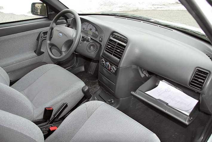 Рабочее место водителя позаимствовано уВАЗ-2110.