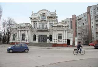 Городской загс разместился вбывшем доме предпринимателя А. Щербины.
