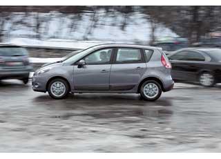 Комфортная подвеска и спокойный мотор делают Renault достойным претендентом нароль семейного авто.