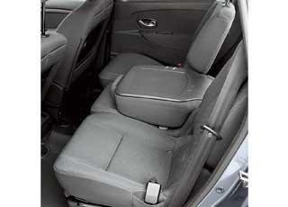 Сиденья заднего ряда в Scenic можно нетолько сдвинуть или сложить, ноивовсе вынуть.