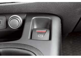 Даже базовый Renault Scenic оснащается электромеханическим «ручником».