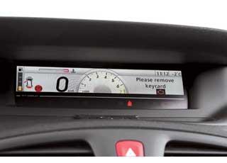 Электронный экран позволяет менять дизайн комбинации приборов Renault...