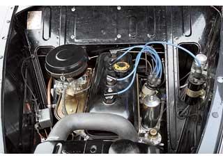 Мощность 1,3-литрового мотора до 1952года составляла 42л.с. Под капотом все расположено длямаксимального удобства доступа.