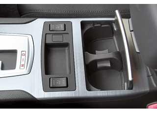 Пользоваться кнопками подогрева передних сидений удобнее, чем вращающимися роликами на машине предыдущего поколения.
