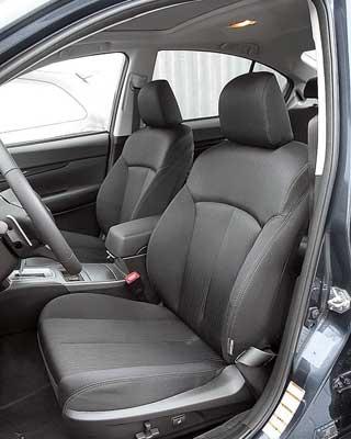 Водительское сиденье оснащается электрическими регулировками (для некоторых модификаций – опция), включая поясничный подпор.