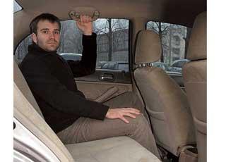 Важное преимущество Civic, способствующее удобной посадке трех человек на галерке, – ровный пол.