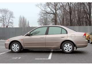 Honda Civic хотя иимеет «драйверский» имидж, но вэтом поколении его кузов седан  удовлетворит илюбого семьянина.