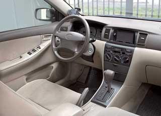 Угол наклона передних стоек и их расположение в Corolla таково, что левая стойка немного перекрывает видимость прибоковых маневрах.  Версии с АКП встречаются часто.
