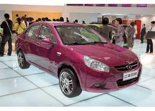 Компактный седан JACоснащен 1,3-литровым 99-сильным мотором с системой VVT.
