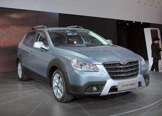 Dongfeng H30 Cross оснащается 1,6-литровым 106-сильным бензомотором, имеет независимую подвеску изащитный обвес кузова.