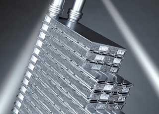 Радиатор-конденсатор после зимы следует аккуратно помыть, избегая сильного купания электровентилятора.