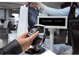 В будущем многофункциональный ключ-брелок можно будет использовать для получения информации о местоположении машины, ее техническом состоянии, а также расплачиваться за услуги вместо кредитной карточки на парковке или в магазине.