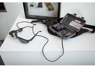 Очки с проекционным устройством позволяют принимать информацию, неотводя взгляд отдороги.